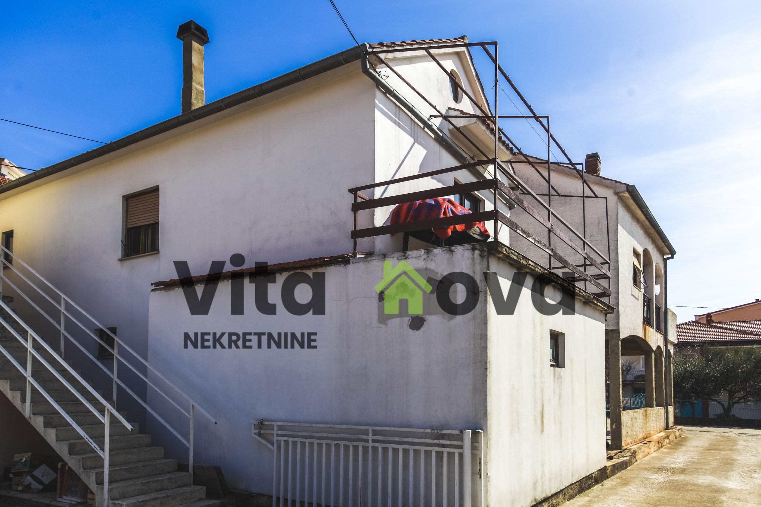 RIČINE, DVIJE KUĆE, 500 m2 STAMBENOG PROSTORA